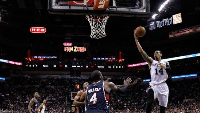 Spurs derrotan a los Hawks en casa