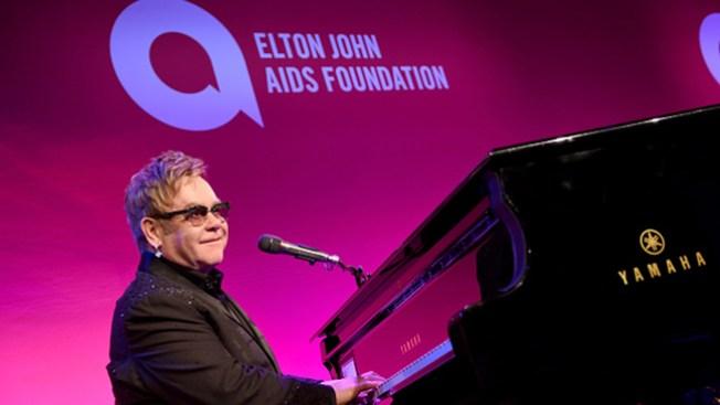 """Elton John: El Papa es """"mi héroe"""""""