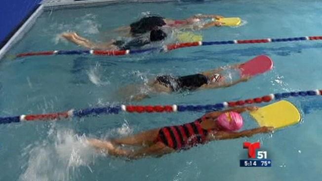 Clases de natación para evitar tragedias