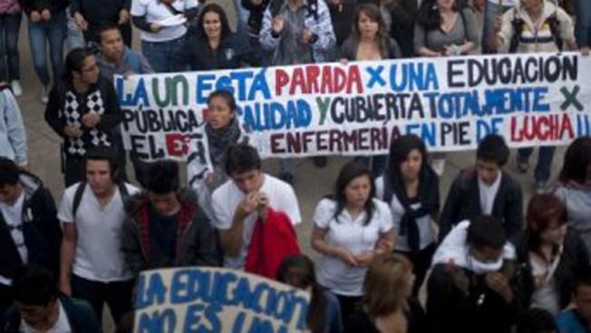 Protestan estudiantes colombianos