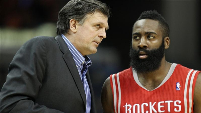 Rockets juegan mal, pero ganan y lideran