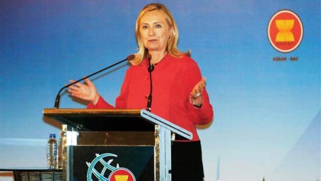 Clinton defiende libertad de expresión en Internet