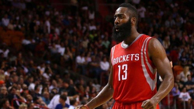 Rockets vencen a Spurs y siguen invictos