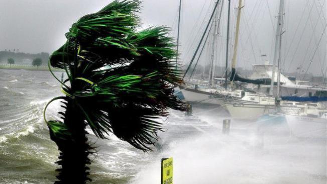 Menos huracanes que en 2011