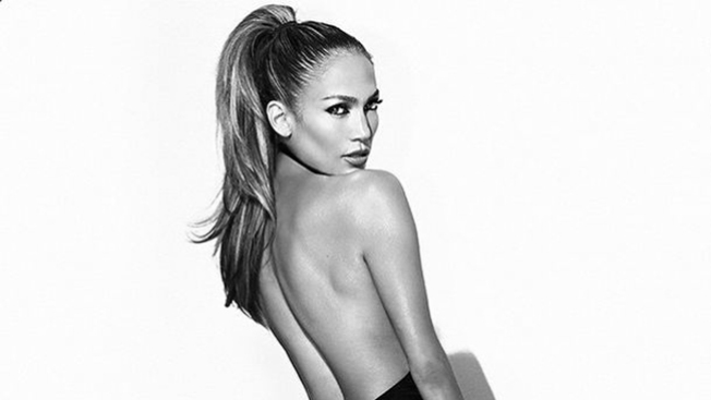 "J. Lo presume su ""booty from the block"""