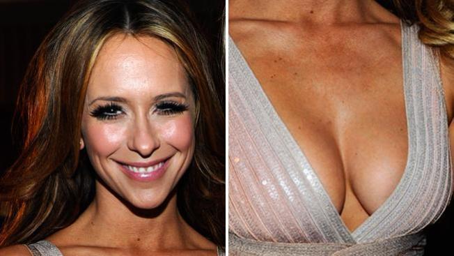Love Hewitt pide millones por sus senos