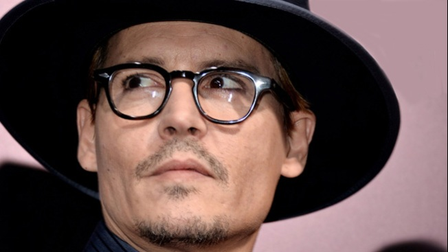 Johnny Depp luce anillo de compromiso