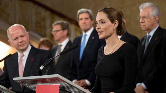 Jolie pide alto a violaciones de mujeres