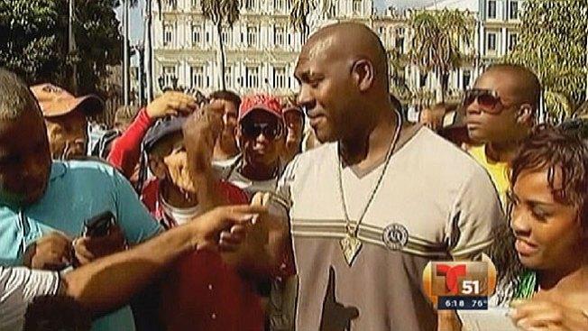 José Contreras causa furor en La Habana