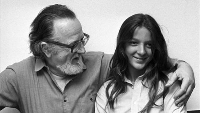Hallan muerta a la hija de escritor chileno