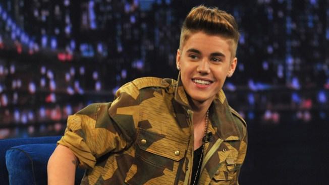 Hallan drogas en bus de Justin Bieber
