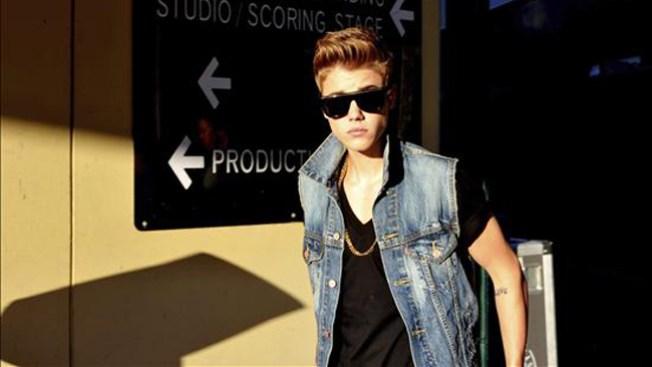 Exigen a Justin Bieber que limpie grafiti