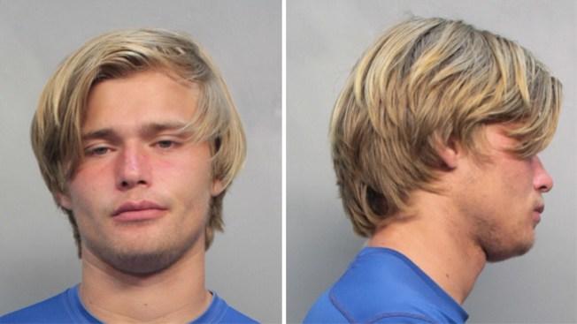 Arrestan al quarterback de la UM