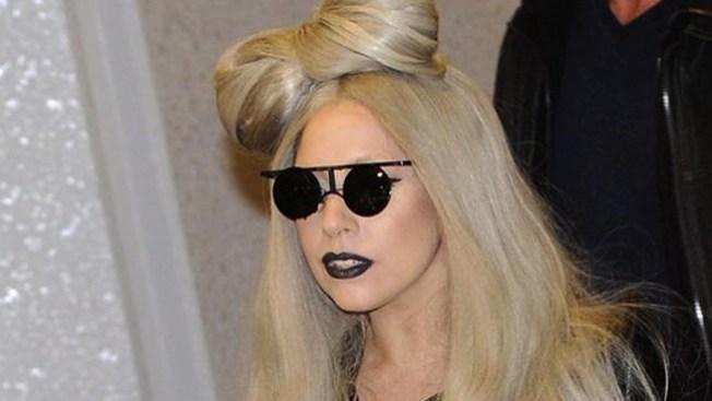 La cura de Gaga, una silla de oro