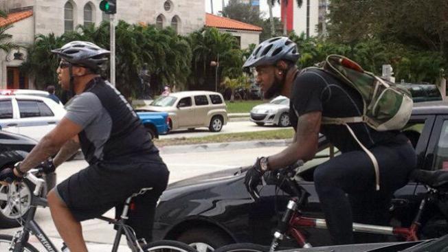 LeBron James y su súper bici