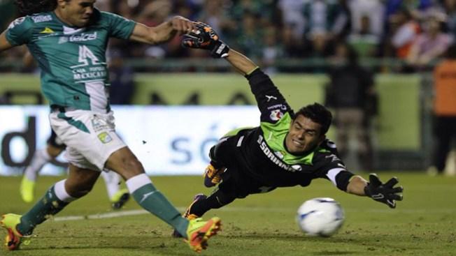 León derrota al Santos y acaricia la final
