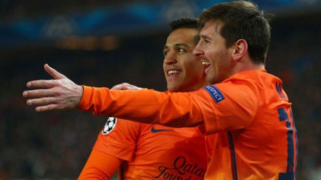 Messi anota cuatro goles para un mejorado Barça que remontó al Valencia