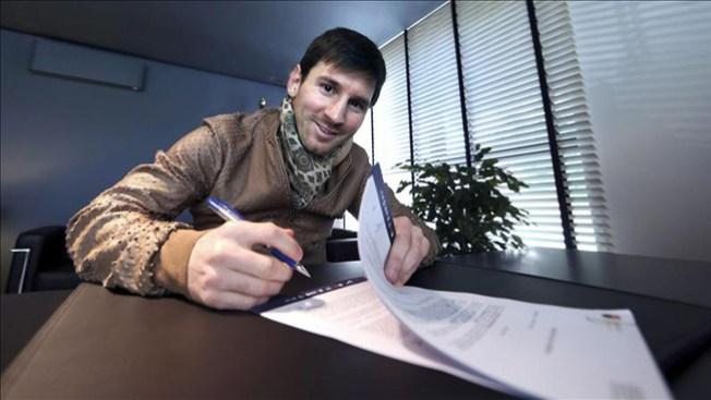 Messi renueva contrato con el Barsa