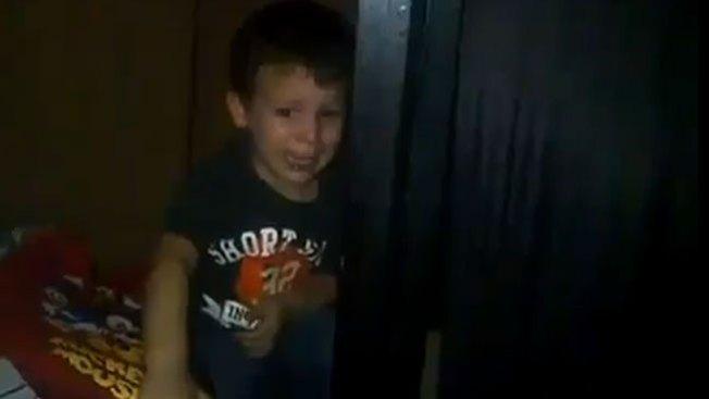 Niño llora por triunfo de Chávez