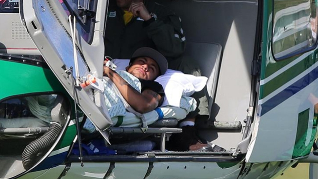 Neymar se recupera de fractura en casa