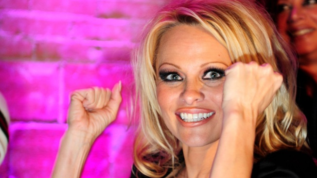 Pamela Anderson será la Virgen Maria