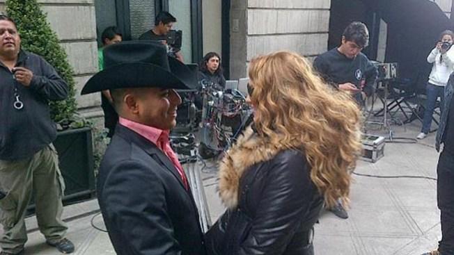 """Paulina Rubio y Espinoza Paz cantan """"Me voy"""""""