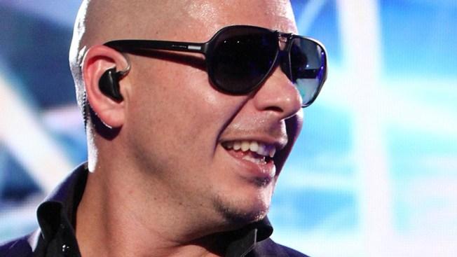 Pitbull, al frente de los premios AMA