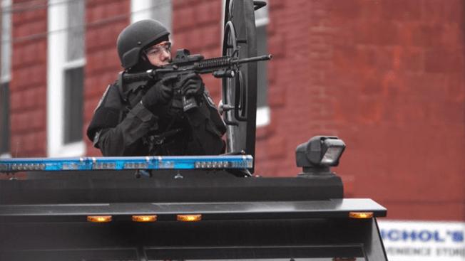 Obama veta entrega de equipo militar a la policía
