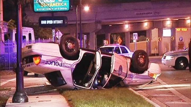 Policías sufren aparatoso accidente