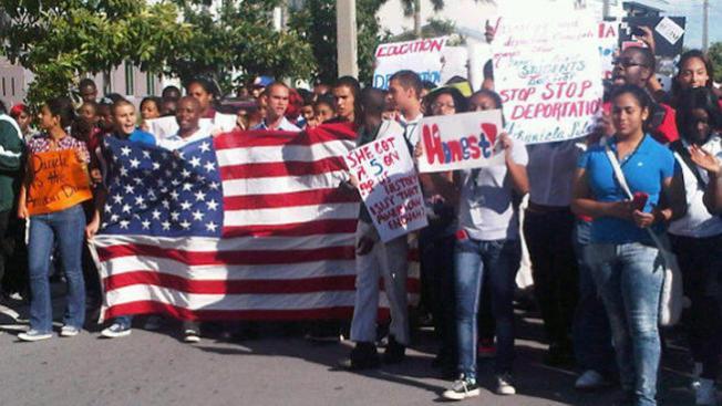 Protestan contra deportación de joven