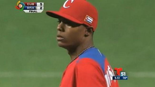 Liberan a pitcher cubano arrestado