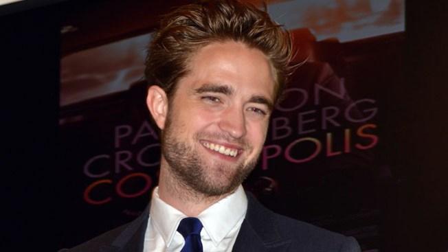 Pattinson retorna sonriente