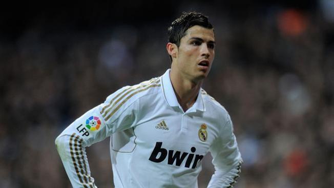Dejan descalzo a Ronaldo