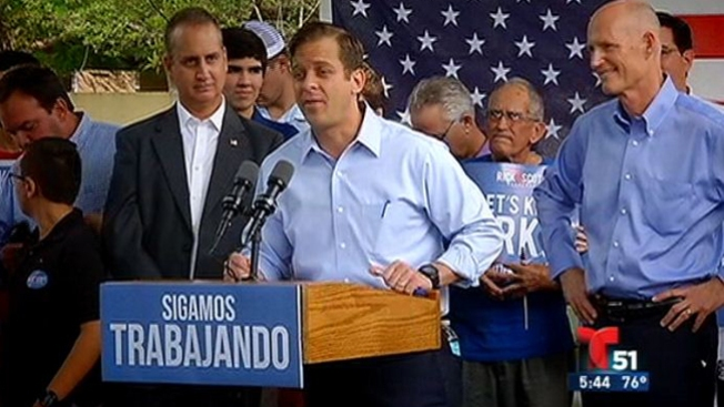 Scott y Crist en busca del voto hispano