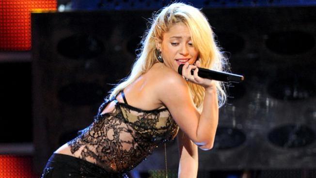 Shakira da voz a Cumbre