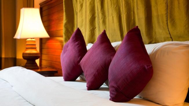 Un dormitorio con energ as positivas telemundo 51 - Energias positivas y negativas ...