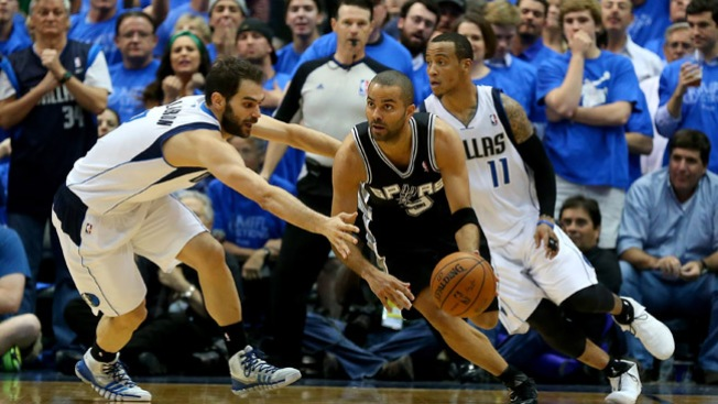 Spurs derrotan a los Mavericks 93-89
