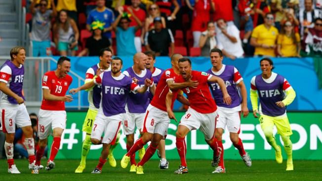 Suiza vence a Ecuador a minutos de final