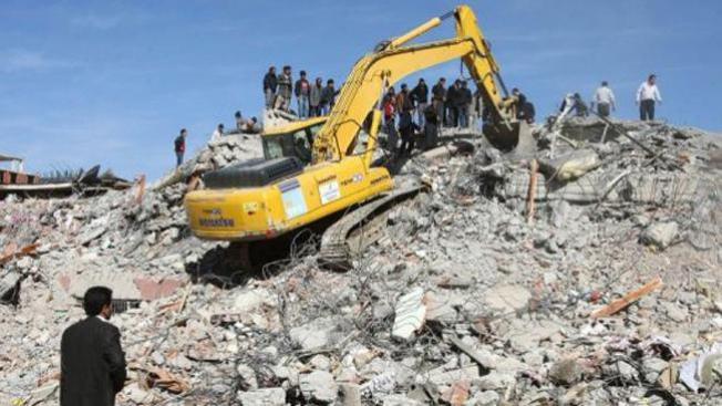 Terremoto en Turquía mata a más de 250