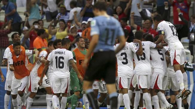 Costa Rica sorprende a Uruguay 3-1