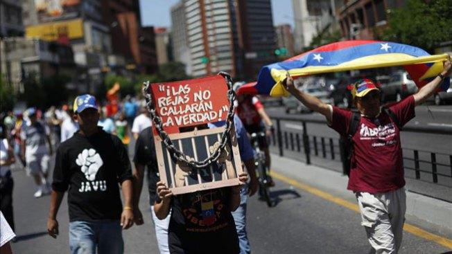 Venezuela protesta y Chávez no aparece