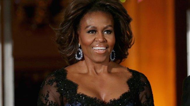 Michelle Obama brilla con vestido latino