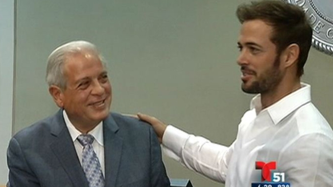 William Levy recibe las llaves de Miami