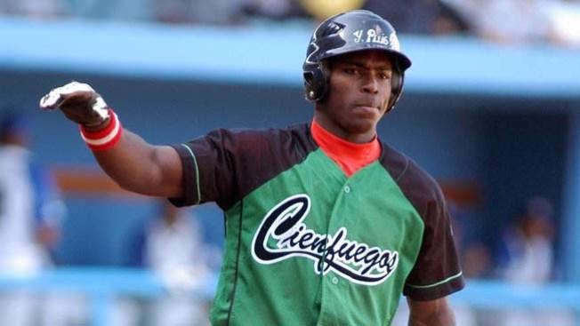 Deja Cuba, Dodgers lo acogen
