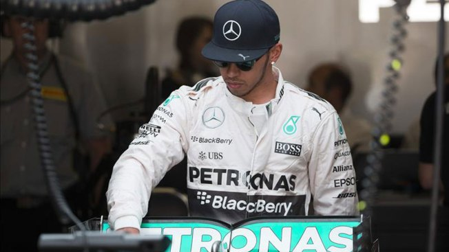 Hamilton renueva por tres años con Mercedes