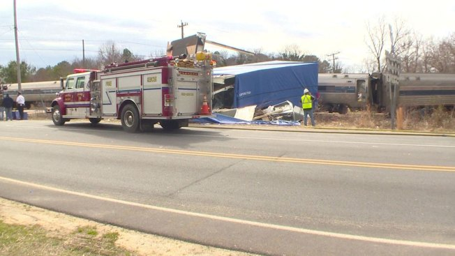 Más de 50 heridos en choque de tren y camión