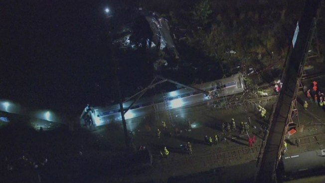 Cinco muertos tras descarrilarse tren