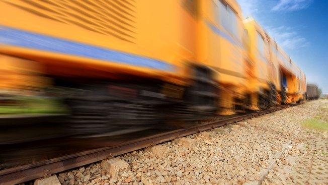 Mueren 16 por choque de tren y autobús