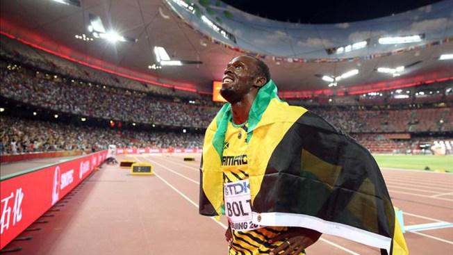 Usain Bolt gana a Gatlin y retiene su título