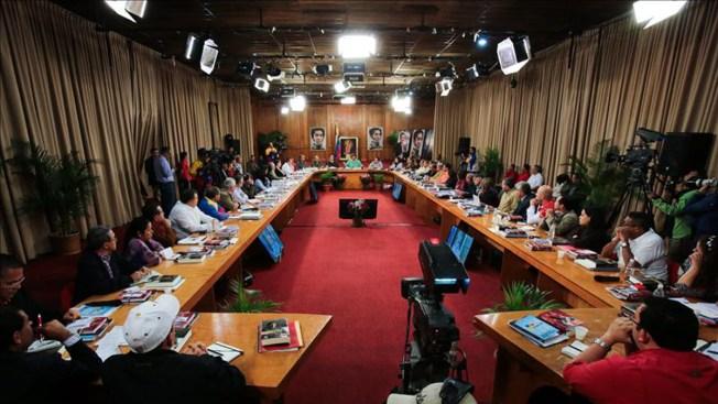 Maduro contradice orden de Chávez sobre peaje